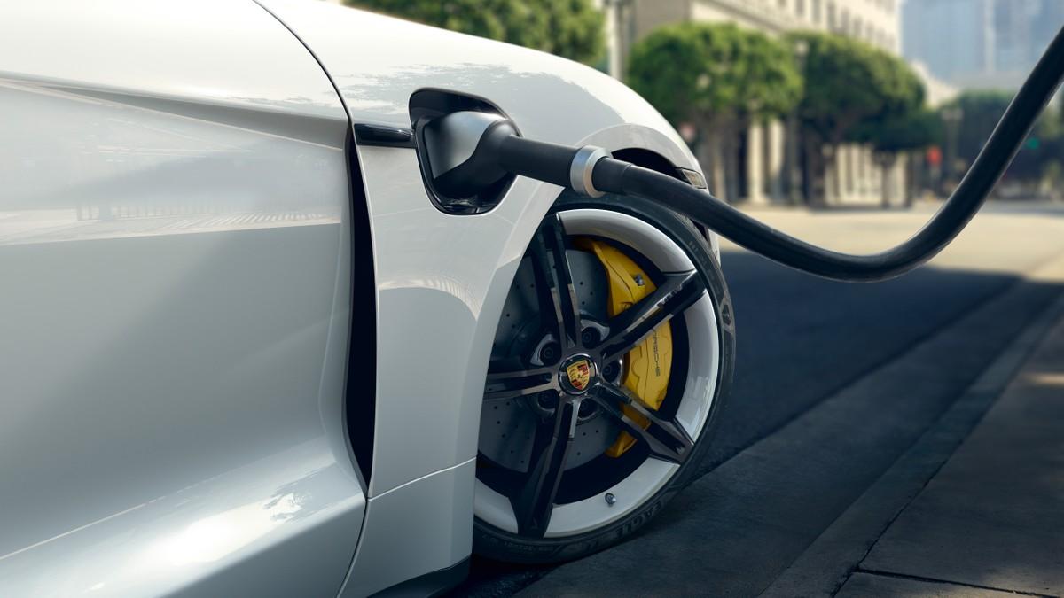 Porsche Taycan Cross Turismo, bientôt disponible: chez les concessionnaires cet été
