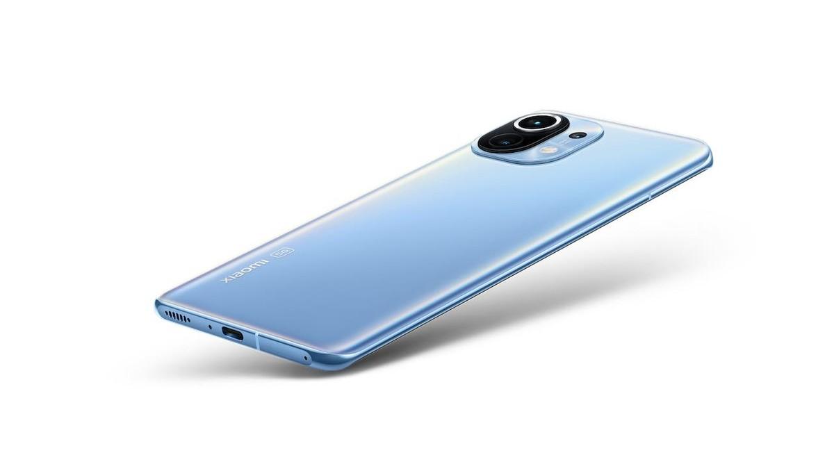 """Xiaomi Mi 11 5G arrive en Italie, à partir de 800 euros.  Aussi Mi TV 75 """"et scooters"""