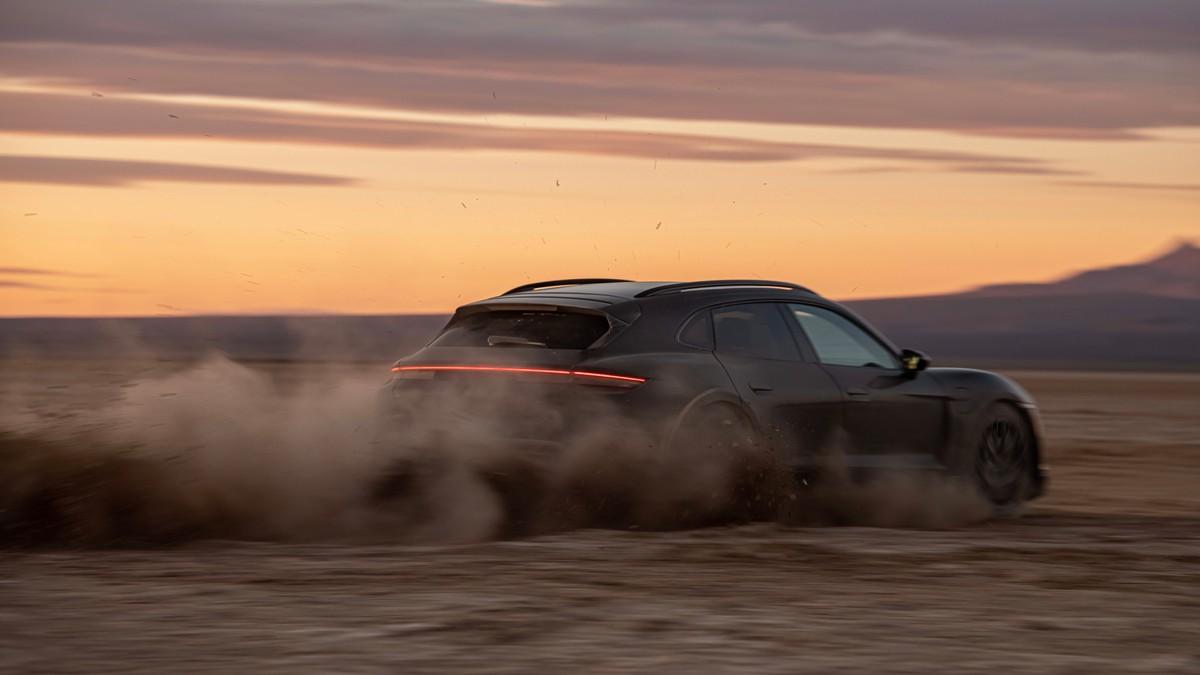 Porsche Taycan Cross Turismo prête pour ses débuts: présentation le 4 mars