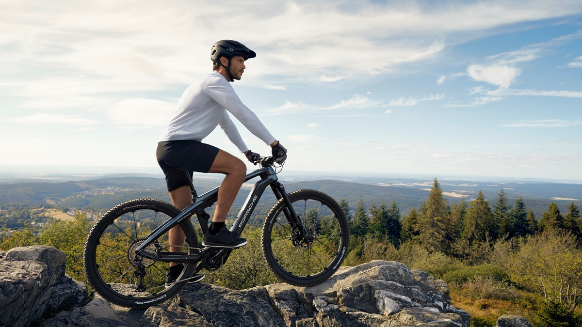 Porsche eBike Cross et eBike Sport: de nouveaux vélos électriques inspirés du Taycan