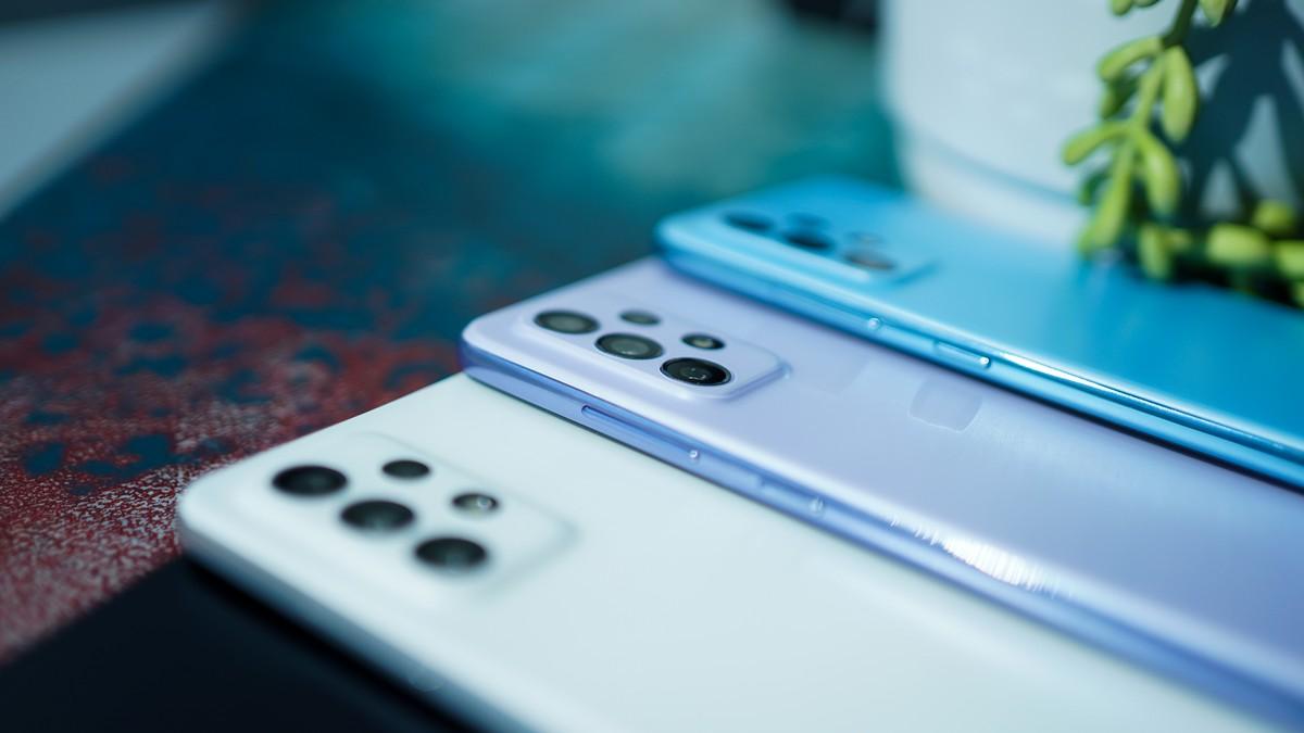 Galaxy A52, Samsung l'assemble et illustre les principales caractéristiques dans une série de vidéos