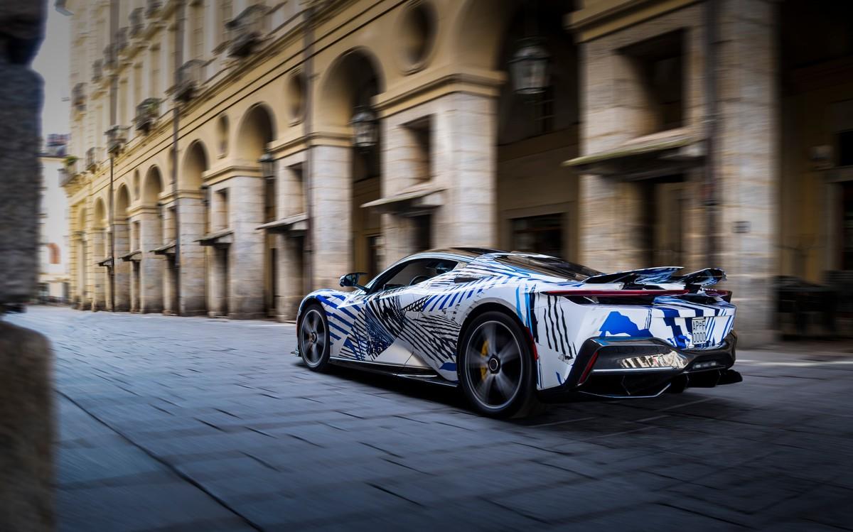 Pininfarina Battista, l'hypercar électrique fait le tour des rues de Turin